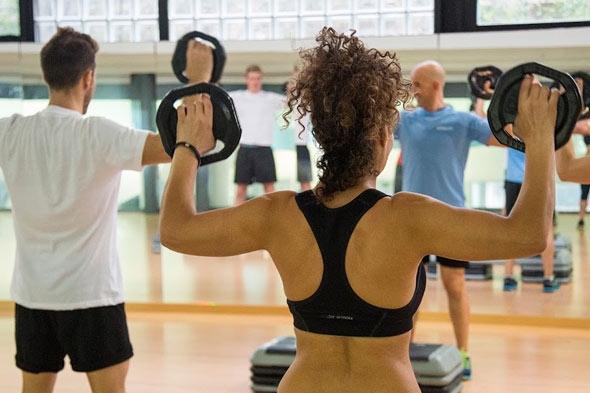 Gimnasio con clases de body pump
