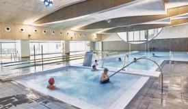 Gimnasio con piscina
