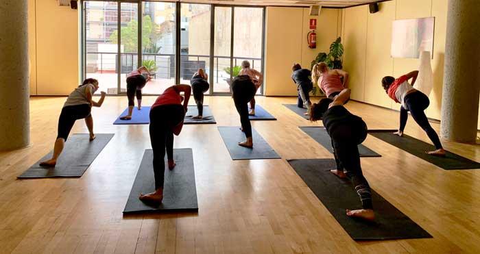 Los beneficios del yoga con Aiguajoc