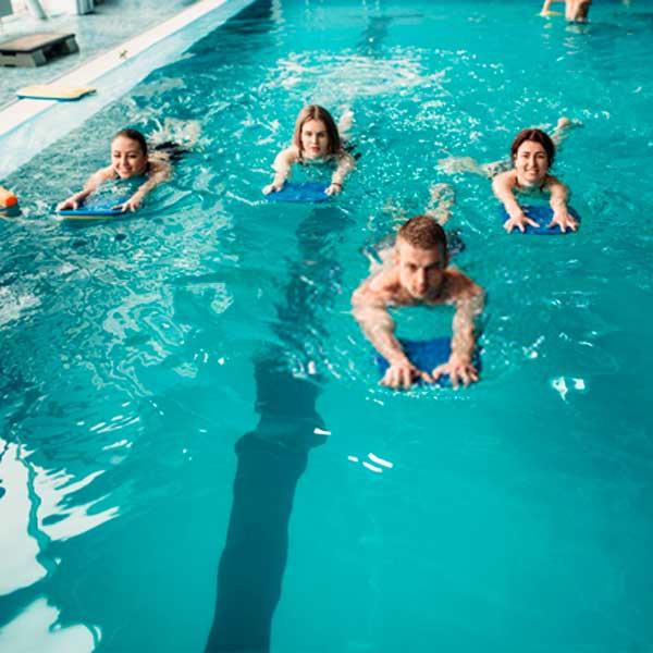 clases de natación para adultos en aiguajoc